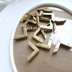Металлический Уголок для альбома с декоративными болтиками, золото, глубина 4 мм., 24х24 мм., цена за 1 шт., DA000050