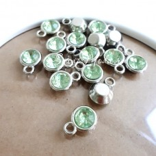 Подвеска с салатовым Кристаллом, основа серебро, 15х11мм, цена за 1 шт., DA000578