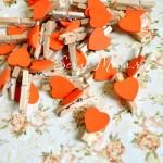Прищепка Mini декоративная с сердечком,  деревянная, сердечко оранжевое, 30 мм., цена за 1 шт., DE000117