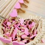 Прищепка Mini декоративная с сердечком,  деревянная, сердечко розовое, 30 мм., цена за 1 шт., DE000120