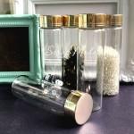 Стеклянная бутылочка с металлической золотой крышкой, размер 105х33 мм, цена за 1 шт. HR000111