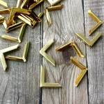 Уголок золотой 2,2 х 2,2 см, цена за 4 уголка. IN000428