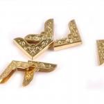 Металлический Уголок для альбома с декоративным элементом, Золото, глубина 4 мм., 21х21мм., цена за 1 шт.,  IN000663