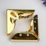 Металлический Уголок для альбома с вырезанным декором, Золото, размер внешних сторон уголка 31х31х7мм., цена за 1 шт., IN000793