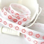 Лента Атласная с принтом 408, белая лента красные  цветочки принт, размер 12 мм, цена за 1 метр