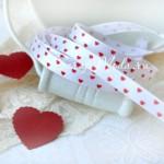 Лента Атласная 415, принт, белая с маленькими красными сердечками, 6 мм, цена за 1 метр