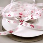 Лента Атласная 419, принт, белая с розовыми и малиновыми коронами, 6 мм, цена за 1 метр
