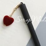 Ручка гелевая с сердечком, матовая, черная, сердечко бордо, стержень черный 0,5мм., 16 см., MR000351
