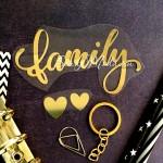 Надпись из термотрансфера Family+сердечки, пленка зеркальное золото, размер общий 10х5см., TN000784