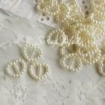 Пряжка для лент Жемчужное Сердечко 1618, Сливочный цвет, пластик, 15х16 мм., цена за 1 шт.