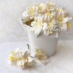 Лилия белая с тычинками на проволоке, 50 мм, цена за 1 шт., UC002082