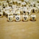 Бусины Алфавит деревянный, с Английскими Буквами, квадратные, буквы нанесение черным цветом, 10х10 мм., UC002225