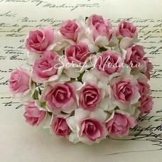Роза кудрявая белая с ярко-розовой серединкой,  30 мм, цена за 1 шт., UC002502