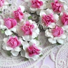 Роза белая с ярко-розовой серединкой, на проволоке, 40 мм, цена за 1 шт., UC002603