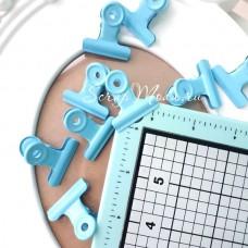Зажим голубой, металлический, размер зажима 3,2 см, цена за 1 шт. UC002922