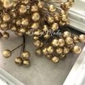 Ягода тычинка, цвет: Золото, цена за 1 веточку,  размер ягодки 7 мм, длина ножке 15 см, ягодка с двухсторонняя. UC003133