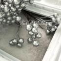 Ягода тычинка, цвет: Серебро, цена за 1 веточку,  размер ягодки 7 мм, длина ножке 15 см, ягодка с двухсторонняя. UC003134