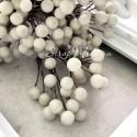 Ягода тычинка, цвет: Белый, цена за 1 веточку,  размер ягодки 7 мм, длина ножке 15 см, ягодка с двухсторонняя. UC003135