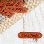 Нашивка из кожзама Hand Made, цвет коричневый, размер 45х13 мм, цена за 1 шт. UC003147