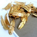 Подвеска Перо, золото,  46 мм., цена за 1 шт., UP000595