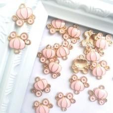 Подвеска Карета золотая с розой эмалью, 13х12мм, цена за 1 шт., UP000598