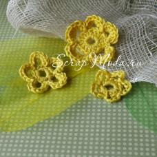 Цветочки вязаные, желтые, размер от 26 до 46 мм.
