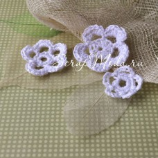 Цветочки вязаные, белые, размер от 26 до 46 мм.