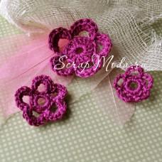 Цветочки вязаные, малиновые, размер от 26 до 46 мм.